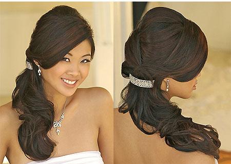 Muchas novias prefieren lucir el cabello semi recogido . Esto sin duda