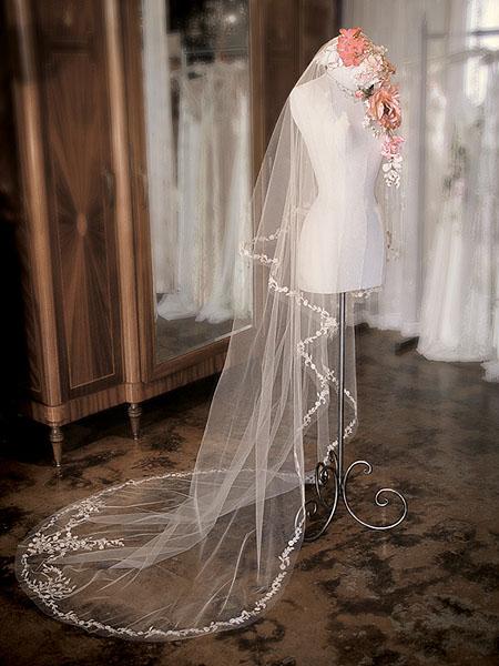Piedras para decorar vestidos de novia